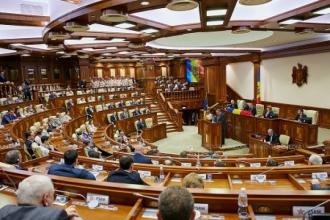 Deputații se întrunesc astăzi în ultima şedinţă înainte de vacanţă