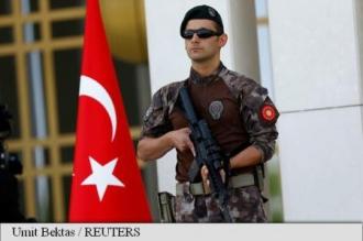 Poliția turcă percheziționează sediile a 44 de companii, 120 de persoane vizate de mandate de arestare