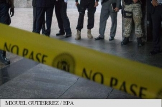 Venezuela: Poliția a distrus 2.000 de arme într-o piață din Caracas