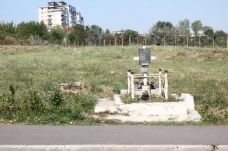 Toate obiectele funerare vor fi scoase de pe marginea drumurilor