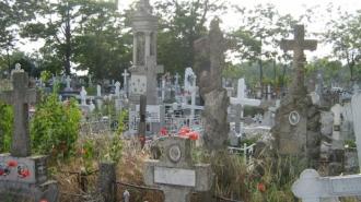 Mai multe categorii de persoane vor fi scutite de taxa pentru întreținerea cimitirelor