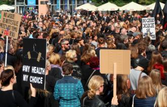 Proteste majore în Polonia împotriva propunerii de lege pentru interzicerea avortului
