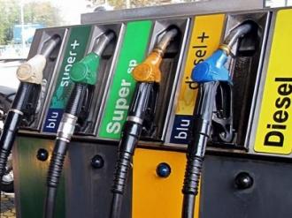 Se IEFTINESC carburanții; Vezi prețurile stabilite de ANRE