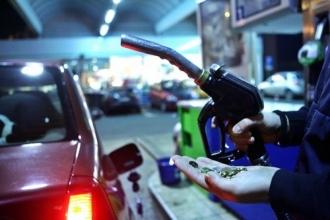 Se scumpesc carburanții; ANRE a stabilit noi prețuri la benzină și motorină
