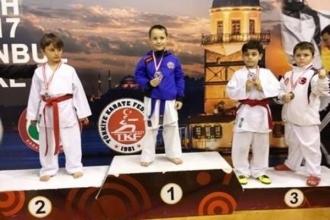 Tinerii luptători moldoveni s-au remarcat la mondialele de karate