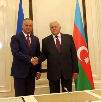 Dezvoltarea cooperării interparlamentare, discutată de Igor Dodon și Oqtay Asadov