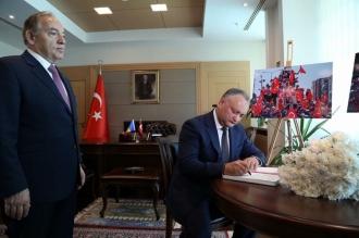 Șeful statului a semnat în Cartea de condoleanțe, deschisă la Amabasada Turciei