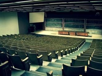 Scade dramatic numărul studenților