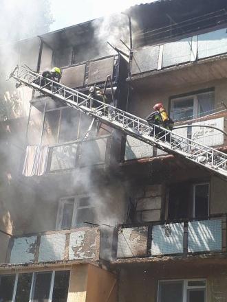 Trei apartamente din Capitală, distruse de flăcări