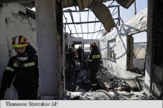 Grecia: Pompieri răniți, case și mașini avariate într-un incendiu la sud de Atena