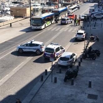 MARSILIA, Franţa. Cel puţin un mort după ce un vehicul a lovit două staţii de autobuz în sudul Franţei