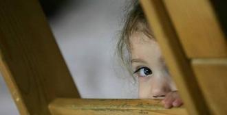 Copiii fără părinți, uitați de autorități