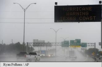 SUA: Uraganul Harvey ridicat la categoria 4