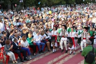 Familia prezidențială, prezenți la la Festivalul costumului național din Vulcănești