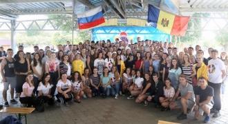 Peste 300 de tineri vor reprezenta Moldova la Festivalul Mondial al Tinerilor și Studenților