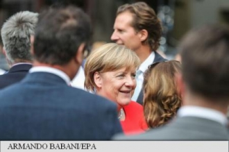 Germania: Angela Merkel, atacată cu roșii în timpul unui miting electoral la Heidelberg