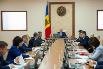Experți: Hotărârea Guvernului privind trimiterea unui contingent de ostași la aplicațiile din Ucraina, pune în pericol statutul de neutralitate al Moldovei