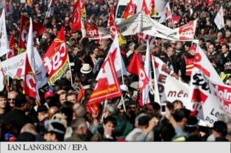 Francezii protestează împotriva reformei pieței muncii promovate de președintele Macron