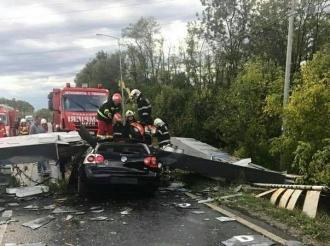 Furtună puternică în România: Opt persoane au murit, ucise de obiectele smulse de vânt şi aproape 70 au fost rănite