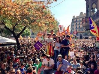Mii de persoane au protestat în Barcelona faţă de măsurile luate împotriva referendumului catalan