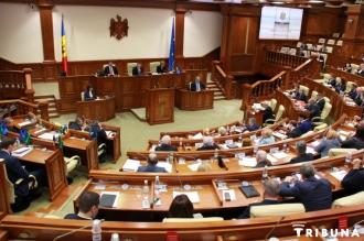Proiecte de lege, adoptate cu întârziere