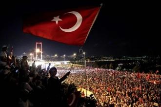 Un angajat al consulatului Statelor Unite la Istanbul a fost arestat preventiv, fiind acuzat de terorism şi spionaj