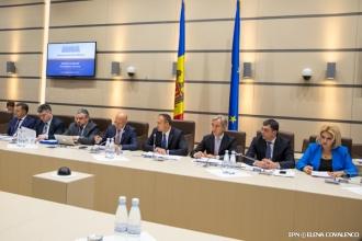 Deputații și miniștrii, întruniți în ședință comună