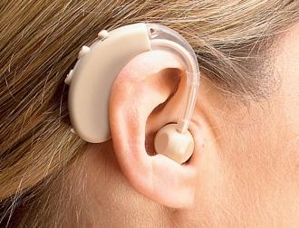 Oamenii cu deficiențe de auz, vor beneficia de aparate auditive, la insistența socialiștilor