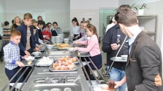 Mese gratuite pentru elevii din UTA Găgăuzia