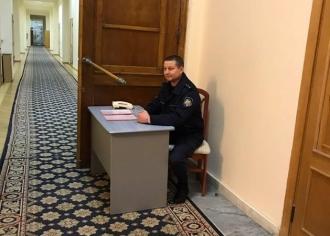 Silvia Radu și-a pus post de poliție chiar la ușa biroului