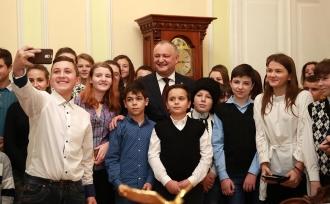 Zeci de copii din raioanele de nord ale țării, în vizită la Președintele țării