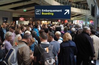 FURTUNILE puternice fac ravagii în vestul Europei: Cel puţin trei persoane au murit/ Trafic aerian, dat peste cap pe mai multe aeroporturi