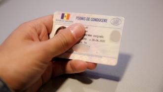 Au estorcat 600 de euro pentru un permis de conducere; Managerul unei școli auto din Cahul și complicele acestuia, reținuți