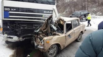 Accident grav la Petricani! Un bărbat a murit pe loc, după ce vehiculul in care se afla s-a ciocnit frontal cu un camion