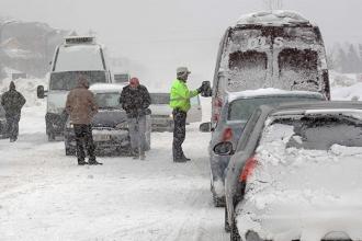 Autocamioane oprite din drum și activitate sistată la două puncte de trecere a frontierei
