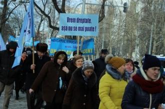 Sindicaliștii din educație amenință cu proteste