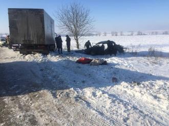 Patru angajați ai Poștei Moldovei au decedat, după ce mașina de serviciu a intrat într-un camion