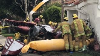 Un elicopter s-a prăbuşit peste o locuinţă din California: Trei oameni au murit