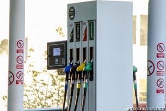 Benzina se scumpește, iar motorina se ieftinește nesemnificativ