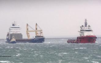 O navă sub pavilion moldovenesc, în pericol de scufundare în Marea Neagră