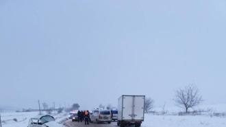 Accident grav lângă Telenești: Două persoane au murit, alta în stare gravă la spital
