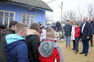 Familia prezidențială, în vizită la familia Zaharia din satul Rîșcova
