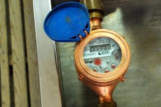 Furnizorii de apă vor încheia contracte individuale cu proprietarii de locuințe