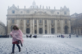 ROMA închide şcolile. Măsuri similare şi în alte regiuni ale Italiei / Circulaţia autobuzelor, restrânsă. Mai multe staţii de metrou, transformate în adăposturi pentru oamenii străzii