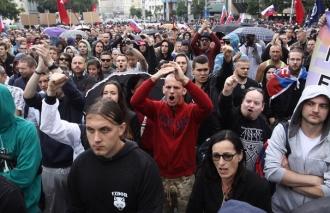 Peste 10.000 de oameni au manifestat în Bratislava în semn de solidaritate cu jurnalistul ucis