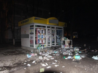 Un magazin din sectorul Rîșcani, jefuit și incendiat; Doi bărbați și o femeie, reținuți de oamenii legii