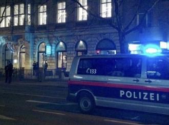 Cel puţin trei răniţi, după ce un individ a atacat mai multe persoane cu un cuţit, în Viena