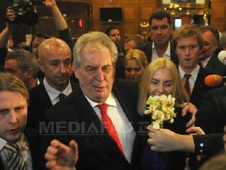 Mii de persoane au manifestat la Praga pentru libertatea presei după criticile preşedintelui Milos Zeman