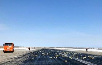 Un avion care transporta aur, platină și diamante a pierdut o parte din încărcătură