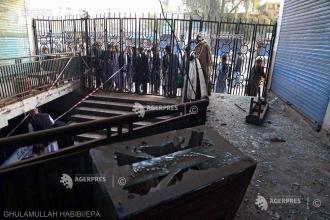 Cel puţin o sută de morţi şi răniţi în urma unor bombardamente asupra unei şcoli coranice în Afganistan